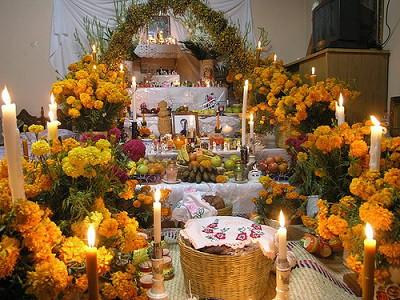 Dia de los muertos en Mexico. Altar escalonado