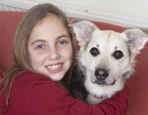 La Niña y el Perro