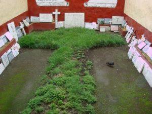 La Cruz de Zacate y los ex votos.