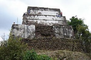 La increíble pirámide del Cerro del Tepozteco.