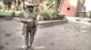 Una de las estatuas de Juan del Jarro en el parque de San Luis Potosí.