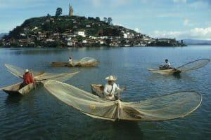 Los pescadores en el bello Lago de Pátzcuaro.