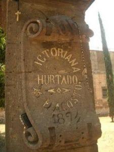 La tumba de Victoriana con la mano de piedra y el testamento