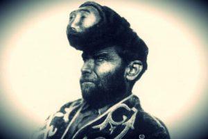 Pascual Piñón y sus dos cabezas